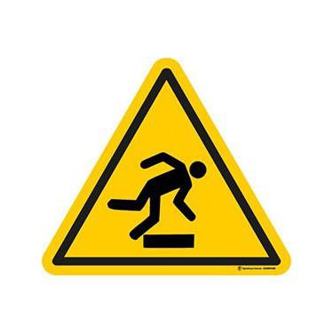 Panneau Danger trébuchement ISO 7010 W007