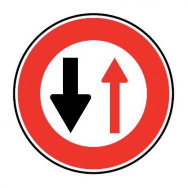 Panneau Cédez le passage aux véhicules venant en sens inverse - B15