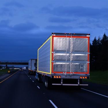 Bande réfléchissante adhésive pour camion et remorque