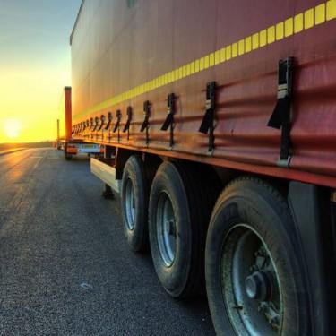 Bande segmentée de visibilité réfléchissante pour camion à remorque bâchée - ECE 104
